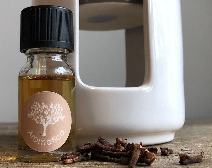 Christmas Organic Essential Oil Blend. 10mL of Organic Clove and Bergamot essential oils for use in Oil Burner, Bath, Aromatherapy, Home Spa