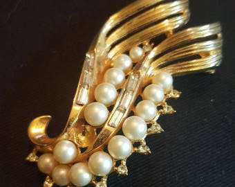 Vintage Trifari Gold Tone Faux Pearl and Rhinestone Pin