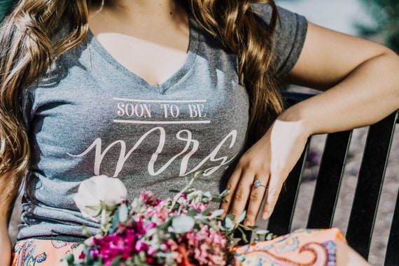 Soon to be Mrs. V Neck Tee | bride to be | mrs. To be