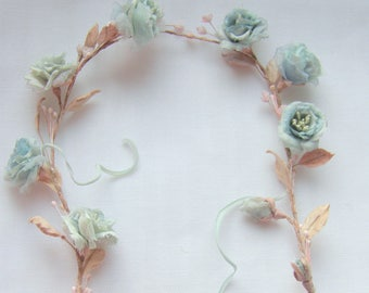 Wreath of roses in vintage style for dolls