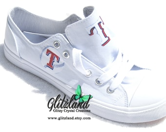 04767f4cb88 CONVERSE Chuck Taylor Low Top With Texas Rangers Logo UNISEX (Runs large  for Women)