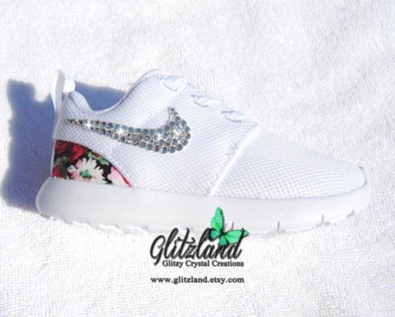 reputable site c05e6 e0662 Swarovski blanc bébé enfant Nike Roshe Run chaussures Nike   Etsy