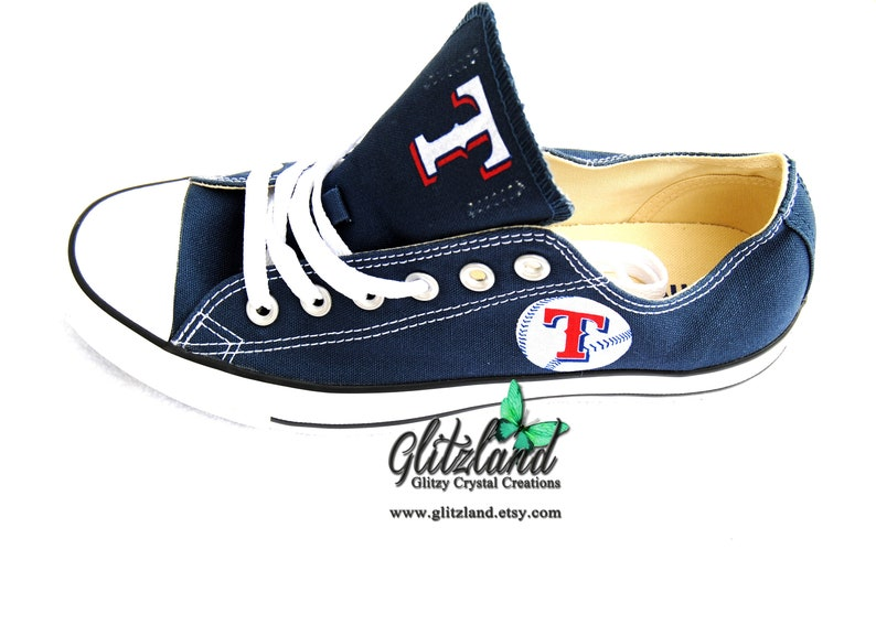 bd4ac7f55643e CONVERSE Chuck Taylor Low Top With Texas Rangers Logo Navy Or White UNISEX  (Runs large for Women)