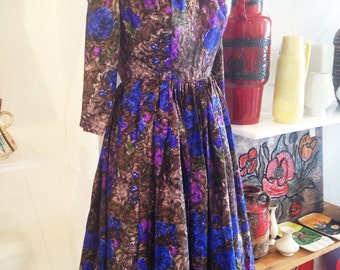 Divine Victor Josselyn patterned pure silk dress with beautifully full skirt size 10 1950s