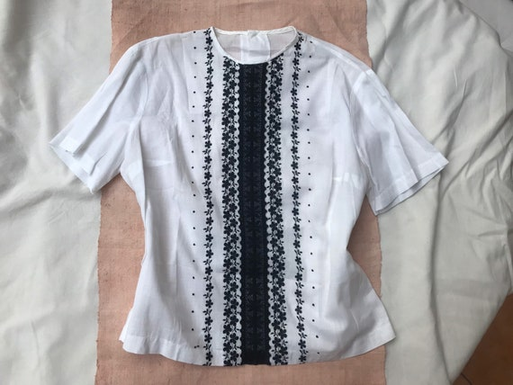 Vintage 1960s 60s white black embroidered floral H