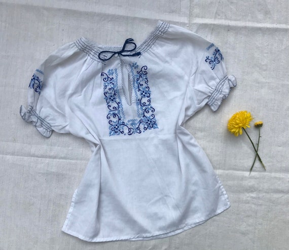 Vintage 70s boho hippie blue and white short puff