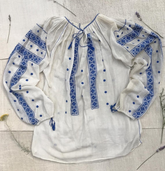 1930's Transylvanian hand embroidered peasant blou
