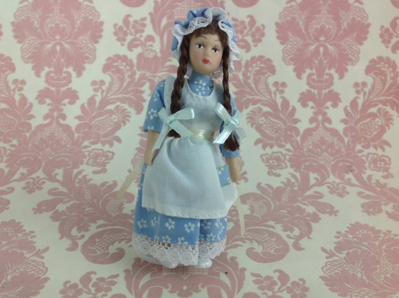 Dollhouse Miniature Porcelain Ponytail Lady Poseable Ceramic Doll1:12 w// Stand