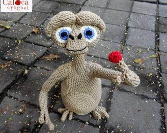 Pattern E.T. the extraterrestrial amigurumi. By Caloca Crochet