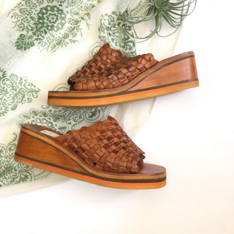a1316be4c6e0a Size 7 Vintage Deadstock Wooden Platform Heels Woven Leather Womens Vintage  Sandals