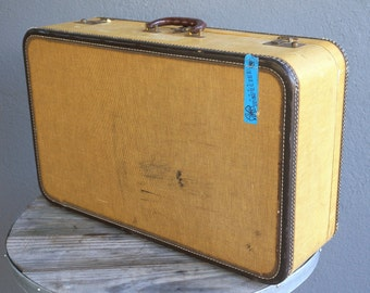 368e0fdb7a67 Large Vintage Suitcase