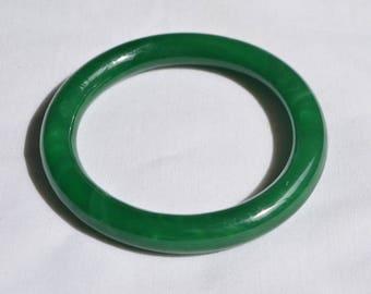 Vintage Jade Green Swirled Peking Glass Round Bangle Bracelet 62 mm