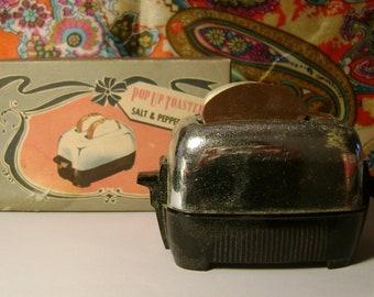 Vintage 1940's-50's Pop Up Toaster Salt & Pepper set in original box