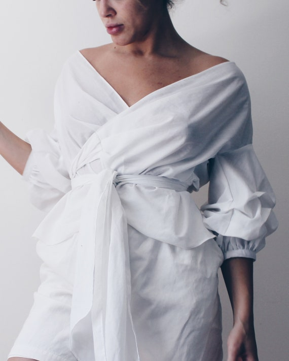 White off the shoulder puff sleeve blouse / vintag
