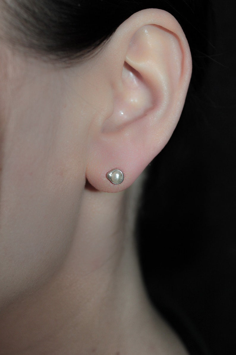 round handmade silver Stud earrings with pearls 730S