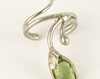 Earcuff with peridot, Silver, handmade, 415S