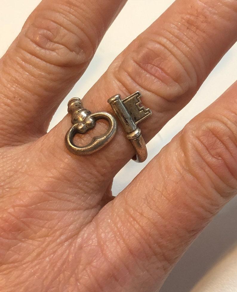Vintage Sterling Silver 1976 Avon Skeleton Key Ring sz adjustable