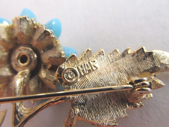 Hargo Aqua Brooch Rhinestones Gold Tone Signed HAR - image 9