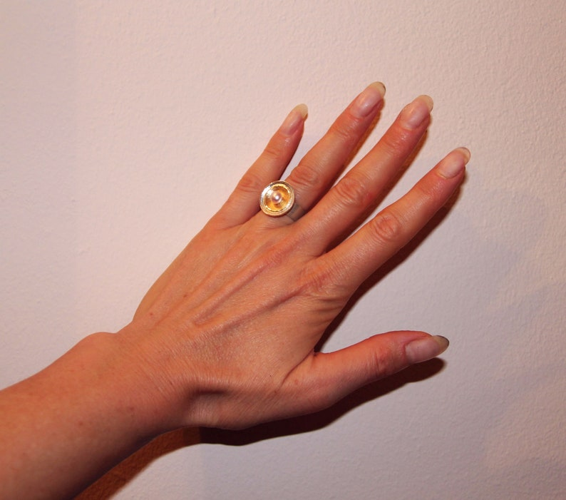 ring made of 925silver and 750yellow gold and a real pearl