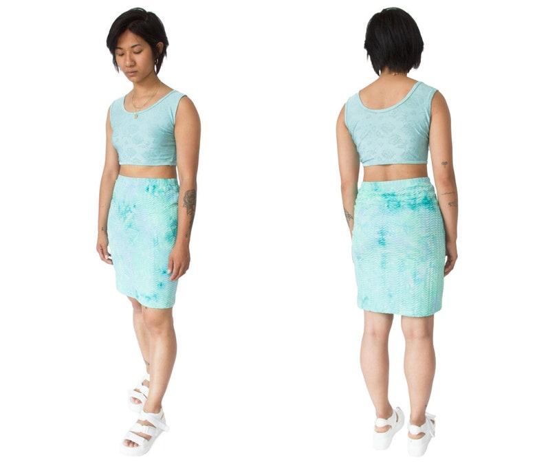 00s Y2K Cyber Cute Aesthetic Party Festival Textured Crinkle Tie Dye Blue Skirt Vintage \u2013 M