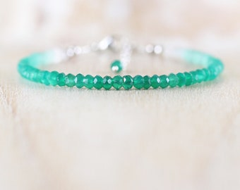 Emerald Green Onyx Dainty Bracelet in Sterling Silver, Gold or Rose Gold Filled. Delicate Ombre Gemstone Beaded Stacking Bracelet for Women