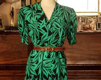 Summer vintage dress with leaves print