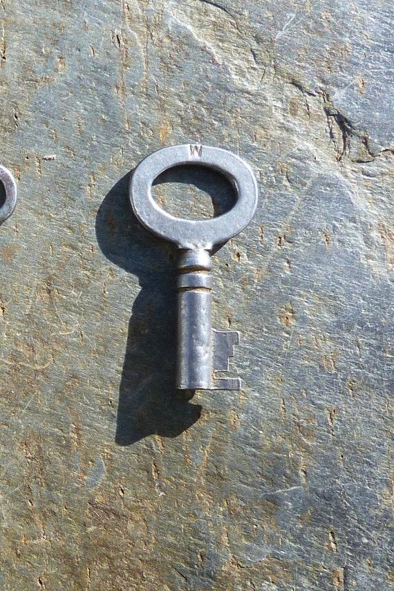 Antique Steamer Trunk Key Eagle Lock Co #  714