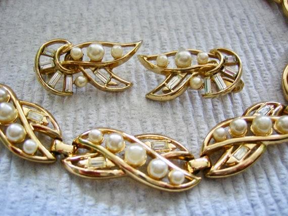 Vintage Rhinestone & Pearl Necklace Earring Set M… - image 4