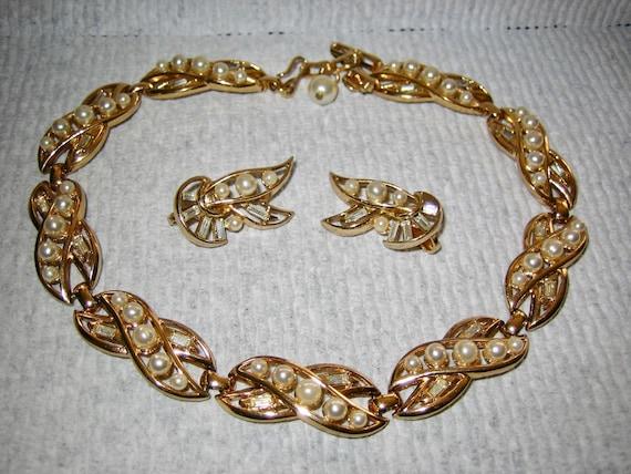 Vintage Rhinestone & Pearl Necklace Earring Set M… - image 3