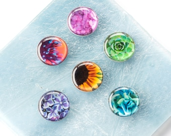 Set of 6 Colorful Floral Stemless Wine Charms or Drink Markers. Unique magnetic glass markers make great wine gifts or flower party favors.