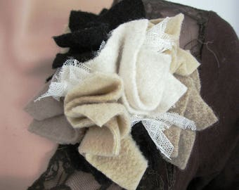 Brooch lace tulle and wool