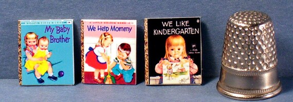 1:6 SCALE MINIATURE GOLDEN BOOK WE HELP MOMMY PLAYSCALE BARBIE