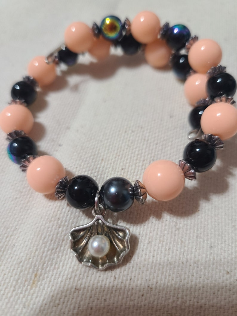Clam With Pearl ~ Clam Shell ~ Memory Wire ~ Bracelet