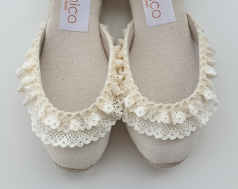 LAST PAIR eu 30, us kids 12.5: Espadrilles for girls - ankle strap mini wedges - ivory linen - made in spain