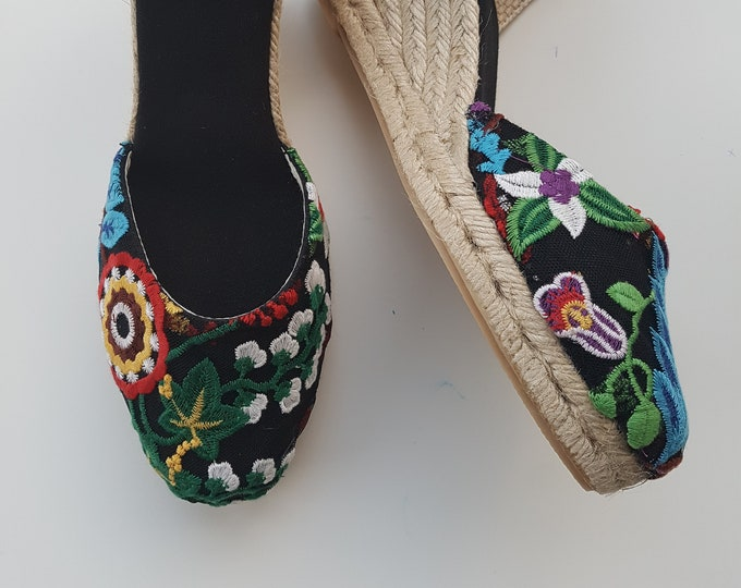 ESPADRILLES WEDGES - Lace up espadrille wedges - FlOrAl EMBROIDERY BlAck- Handmade in Spain