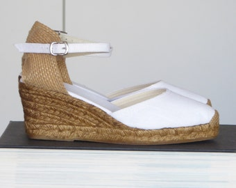 Ankle strap espadrille wedges - WHITE LINEN - made in Spain - www.mumicospain.com