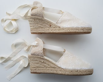 Lace-up espadrille wedges - BRIDES collection - IVORY LACE 2 - made in spain - www.mumicospain.com