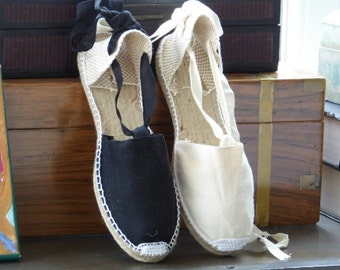 Lace Up FLAT Espadrilles - BLACK / IVORY - made in Spain - www.mumicospain.com