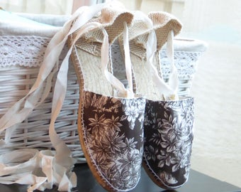 Lace-up flat espadrilles - TOILE DE JOUY collection - made in Spain - www.mumicospain.com