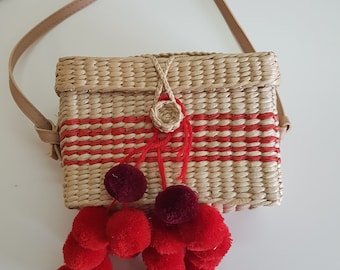 Palm shoulder bag with vegan leather handle -  18cm x 11cm x 8cm - RED POMPONS BASKET box - handmade - www.mumicospain.com