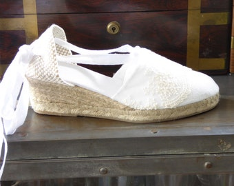 Lace-up espadrille wedges - brides collection - WHITE LACE TRIM- made in Spain - www.mumicospain.com