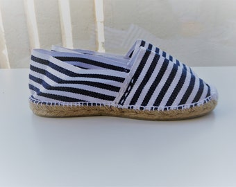 Traditional Spanish Flat Espadrilles - NAVY STRIPES - Made in Spain - www.mumicospain.com