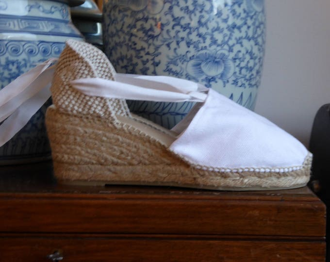 SALE: Lace up espadrille wedges - RUSTIC - visible seam WHITE - made in spain - www.mumicospain.com