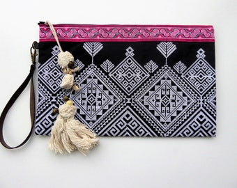 OUTLET: Ethnic clutch with tassel charm and leather handle - ETHNIC THAILANDESE clutch - www.mumicospain.com