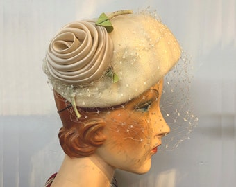 Vintage 1950s / 1960s Cream Tulle Hat with a Large Satin Flower Decoration and Birdcage Veil