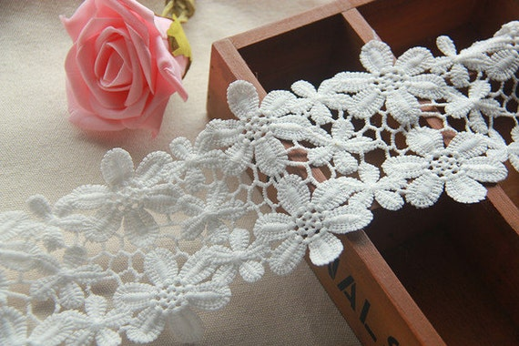 "4.5/"" White Rose Flower Leaf Scalloped Guipure Trim Floral Venice Lace by Yardage"