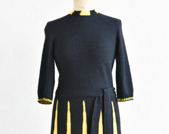 60s swing dress French vintage black yellow fit flare full skirt knitted texture crew neck short sleeve belt handmade small adult size rare