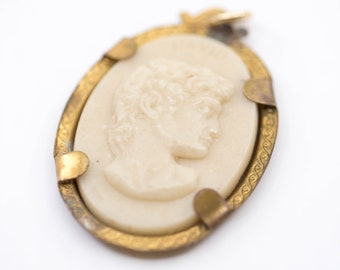 Michaelangelo David cameo pendant oval shape with gold tone mount stamped total vintage revival early plastic resin jewellery c.1960s rare