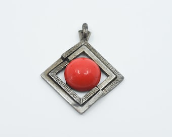 vintage French brutalist modernist pendant diamond geometric shape silver tone red synthetic centre hammered metal border jewellery unusual