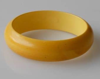 bakelite bangle yellow egg yolk vintage bracelet tested one size midcentury modern early plastic collectible jewellery French art deco 1930s